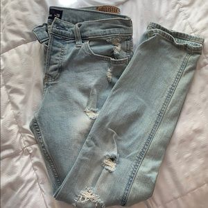 Light-washed dipped mom/boyfriend jeans
